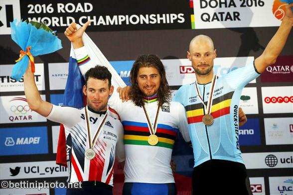 da sx, Cavendish, Sagan e Boonen, podio iridato Doha 2016 (Bettiniphoto.net)